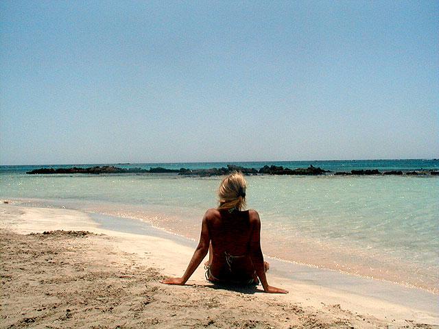 relaxing-on-elafonisi-beach-crete