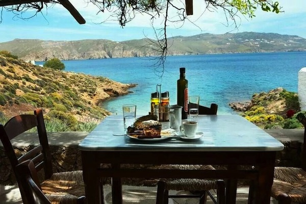 kikis-taverna-mykonos-greece-yoga-escapes