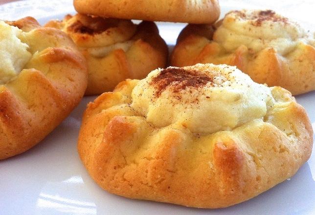 Cretan Sweet Cheese Pastries Kalitsounia