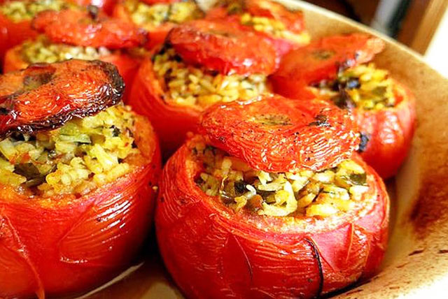 greek stuffed tomatoes in crete