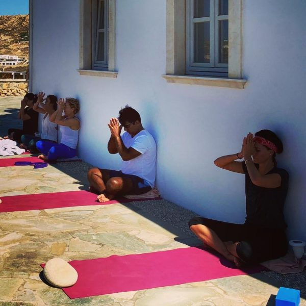 mindfulnees meditation with yoga escapes